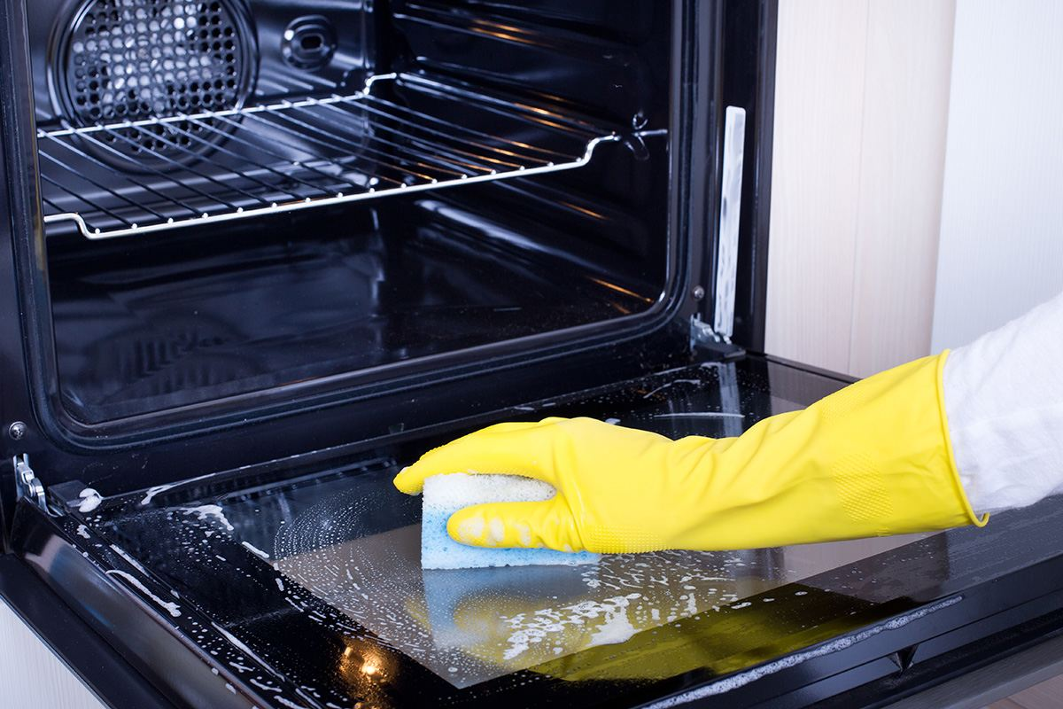 How to Clean the Oven Glass the Easiest Way